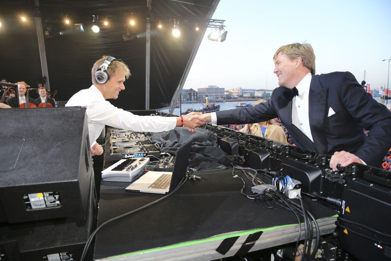 Unite with Armin van Buuren