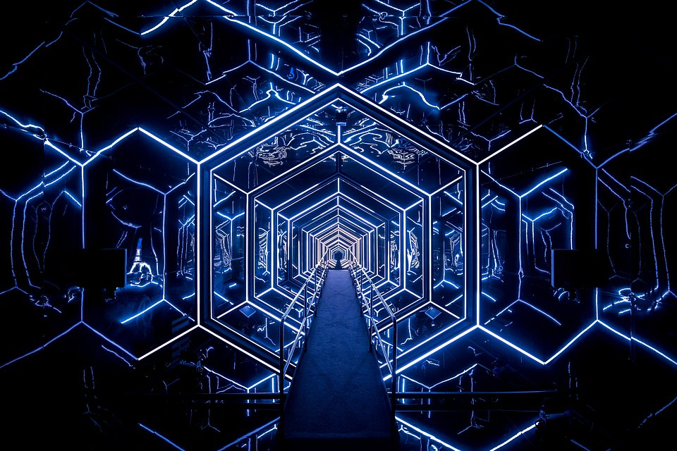 ID&T unites 30 years of knowledge in a new immersive experience: AMAZE
